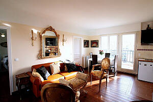 Paris Apartment: living/dining 05